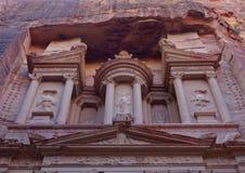 Detail van de voorgevel van de Schatkist van Gr Khazne, Petra, Jordanië royalty-vrije stock fotografie