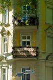 Detail van de voorgevel van een huis Stock Foto's