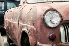 Detail van de voorkoplamp van een oude auto stock fotografie