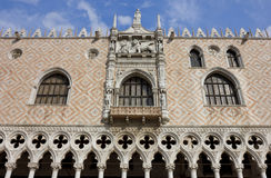 Detail van de voorzijde van het Paleis van de Doge in Venetië Royalty-vrije Stock Foto's
