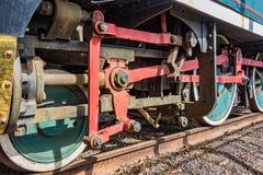 Detail van de wielen van een oude stoomlocomotief royalty-vrije stock afbeeldingen