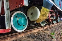 Detail van de wielen van een oude stoomlocomotief stock fotografie