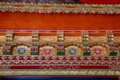 Detail van decoratieve versiering, het Boeddhistische Klooster van Likir, India stock afbeelding