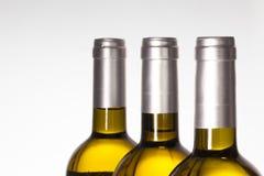 Detail van drie wijnfles op witte achtergrond Royalty-vrije Stock Afbeeldingen