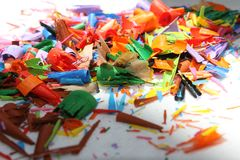 Detail van een abstract beeld van een stapel of een hoop van gekleurde spaanders of overblijfselen van kleurpotloden Royalty-vrije Stock Fotografie