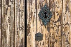 Detail van een deur met een slot stock afbeelding