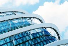 Detail van een modern die gebouw van glas wordt gemaakt Stock Afbeelding