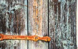 Detail van een oud houten blind met metaalscharnier royalty-vrije stock foto