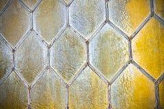Detail van een oud venster met met de hand gemaakt leaded glas royalty-vrije stock afbeeldingen