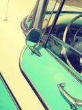 Detail van een turkooise uitstekende auto stock afbeelding