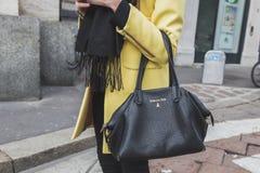 Detail van een zak buiten Ferragamo-de modeshowbouw voor de Manierweek 2015 van Milan Men royalty-vrije stock afbeelding