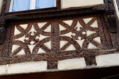 Detail van fachwerkhaus, of hout die ontwerpen, in de Elzas, Frankrijk stock fotografie