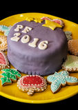 Detail van feestelijke cake met de titel PF 2016 en diverse gember Stock Afbeelding