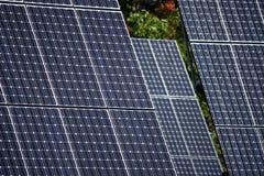 Detail van geavanceerd technische PV zonnepanelen stock fotografie