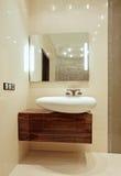 Detail van het Binnenland van de Badkamers met toilettafel en Stock Afbeelding