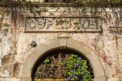 Detail van het oud verlaten ziekenhuis Stock Afbeeldingen
