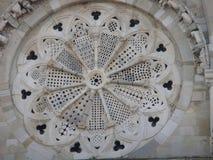 Detail van het roze venster van de kathedraal van Troia in Puglia Italië royalty-vrije stock foto's