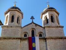 Detail van het uiterste van de Orthodoxe kerk van St Nicolas die door lager deel, Kotor, Montenegro wordt gezien royalty-vrije stock fotografie