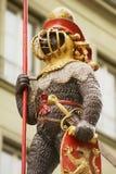 Detail van het Zahringerbrunnen-standbeeld - de Strijder draagt Fontein in Bern, Zwitserland Stock Foto's