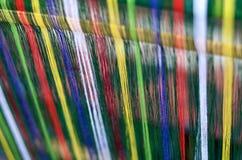 Detail van kleurrijke katoenen draden klaar voor het weven, Lombok, Indonesië Stock Foto's