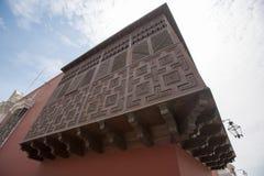 Detail van koloniaal venster en architectuur in Trujillo - Peru Royalty-vrije Stock Fotografie