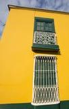 Detail van koloniaal venster en architectuur in Trujillo - Peru Stock Afbeelding