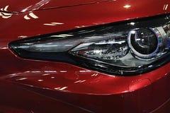 Detail van LEIDENE koplamp op moderne Italiaanse sportwagen Stock Foto's