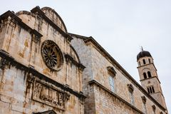 Detail van majestueuze kathedraal in oude stad Dubrovnik, beroemde historische en toeristische bestemming in Europa royalty-vrije stock fotografie