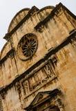 Detail van majestueuze kathedraal in oude stad Dubrovnik, beroemde historische en toeristische bestemming in Europa royalty-vrije stock foto's