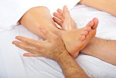 Detail van massage van voet Stock Afbeelding