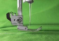 Detail van naaimachine, presser voet, naald Stock Foto's