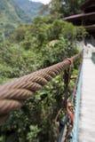 Detail van opgeschorte brug in Pailon del Diablo, Ecuador Stock Afbeeldingen