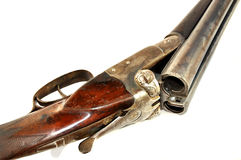 Detail van oud jachtgeweer op wit. Stock Fotografie