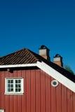 Detail van oud, rood huis stock afbeeldingen