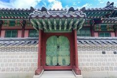 Detail van pagode, deur en dak bij Gyeongbokgung-Paleis Royalty-vrije Stock Fotografie