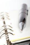 Detail van pen en geopende agenda Stock Foto's
