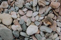 Detail van stenen van een strand stock foto's