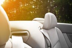 Detail van veiligheidsgordel op cabriolet of een sportwagen stock afbeeldingen