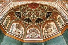 Detail van verfraaide gateway. Amber fort. Stock Afbeeldingen