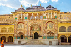 Detail van verfraaide gateway Amber fort Jaipur, India Stock Afbeeldingen
