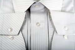 Detail van wit mensenoverhemd Stock Afbeelding