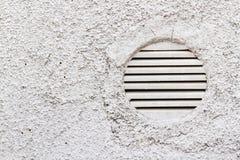 Detail van Witte Muur met Ventilatietraliewerk Royalty-vrije Stock Afbeelding
