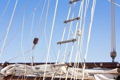 Detail van zeilbootoptuigen en ladder royalty-vrije stock afbeeldingen