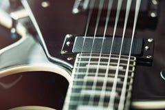 Detail van zes-koord elektrische gitaarclose-up, selectieve nadruk Verwerkt met uitstekende stijl royalty-vrije stock foto's