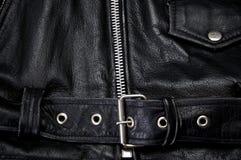 Detail van zwart de motorfietsjasje van de leerpolitie stock afbeelding