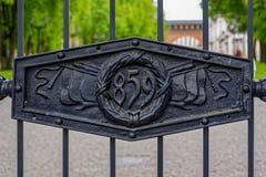 Detail van zwart rooster van de ingangspoorten van het Kremlin in Veliky Novg stock fotografie
