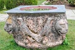 Detail vom Hof des Peles-Schlosses von Sinaia Rumänien, Brunnen Lizenzfreie Stockfotografie