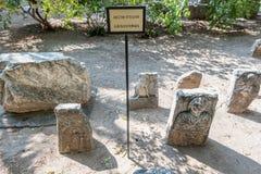 Detail von alten römischen Marmorgrabsteinen stockfotos