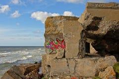 Detail von Ddmolished-sovjet Bunker auf der Küste der Ostsee bei Karosta Lizenzfreies Stockbild