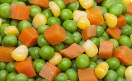 Detail von Erbsen, von Karotten und von Maiskernen Stockbilder